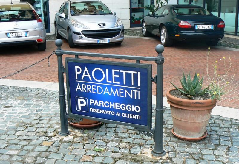 Parcheggio interno e sala bambini paoletti arredamenti for Paoletti arredamenti frascati